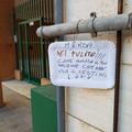 """Stanchi delle deiezioni canine, i residenti di via della Pace trovano una soluzione  """"geniale """""""