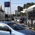 Via Trani, «barriera di automobili e tanto smog»