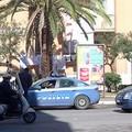 Via Canosa, sfondano con una Ford Fiesta l'ingresso della Posta