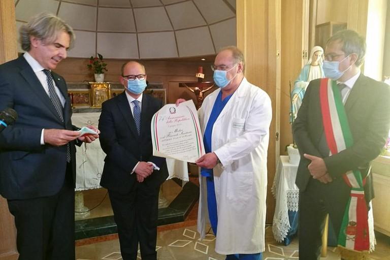 Il Prefetto omaggia medici e personale sanitario