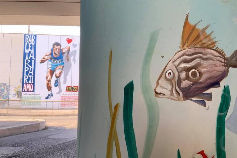 Borgiac firma i murales sui piloni di via Alvisi