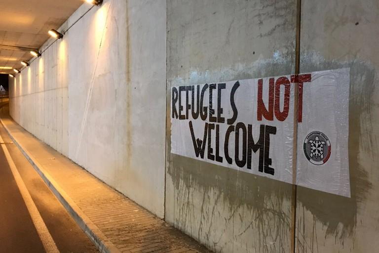 CasaPound Italia protesta contro l'arrivo di profughi a Barletta