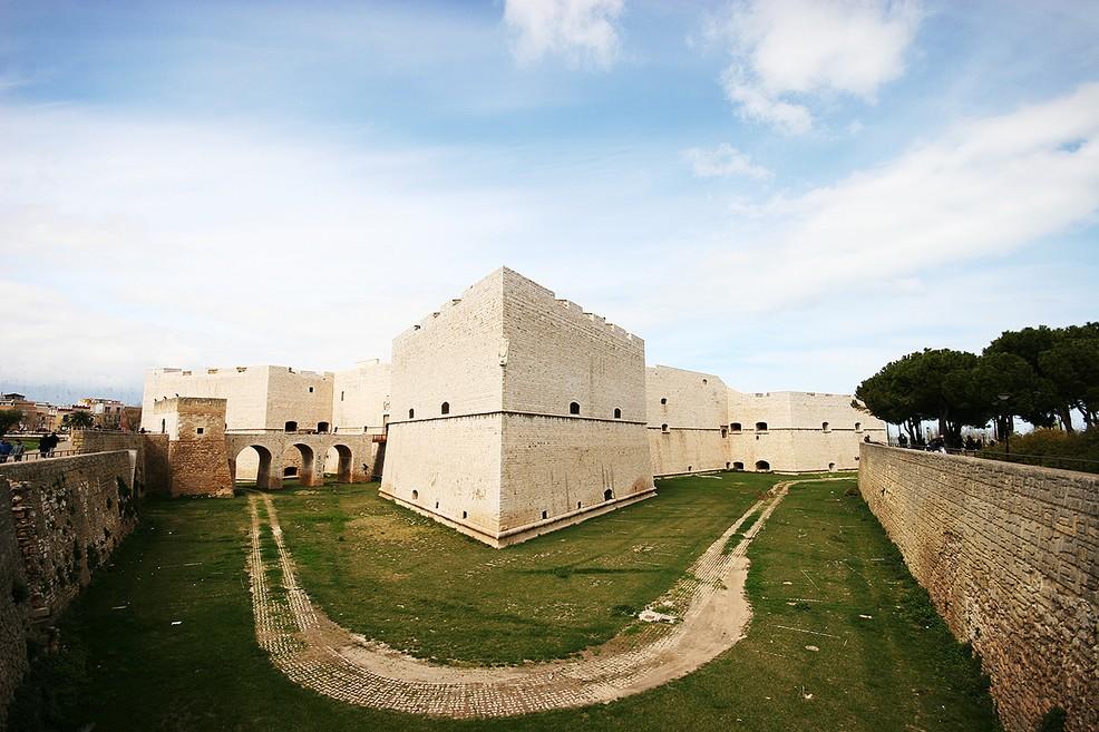 Ferragosto di cultura a Barletta, aperti Castello e Palazzo della Marra
