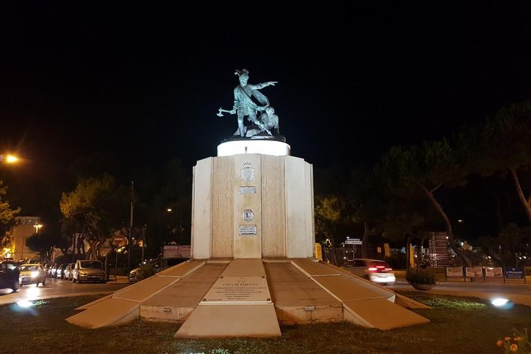 Statua di Ettore Fieramosca