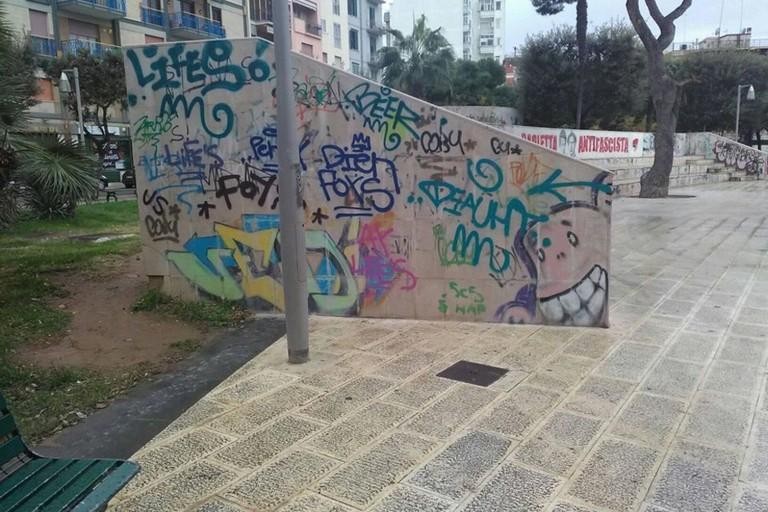 Graffiti nei giardini De Nittis