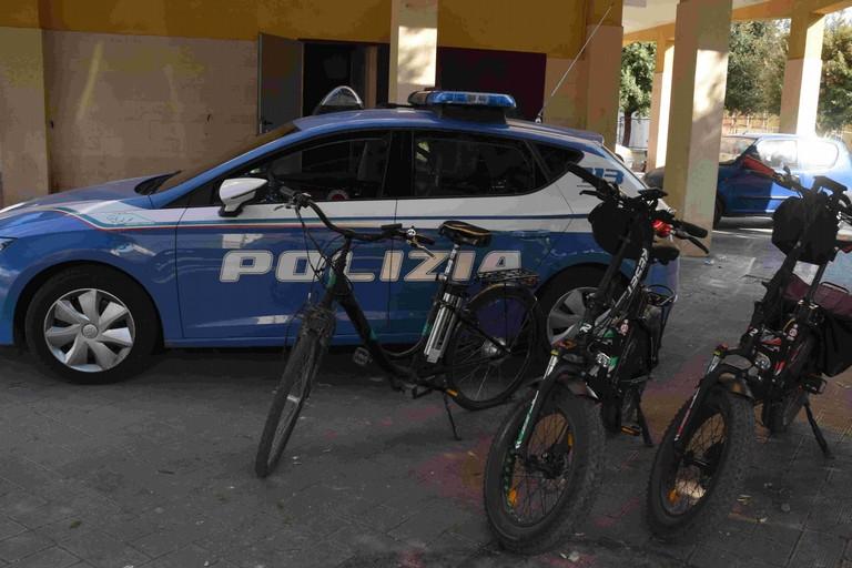 Spacciavano droga a bordo di bici elettriche