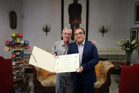 Eusebio Leal conferisce la prestigiosa onorificenza all Avv Alessandro Senatore