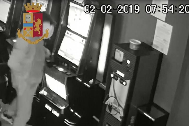 Minacce in un bar di Barletta
