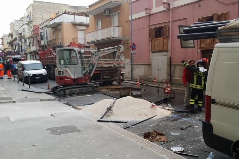 Esplosione gas in via Milano