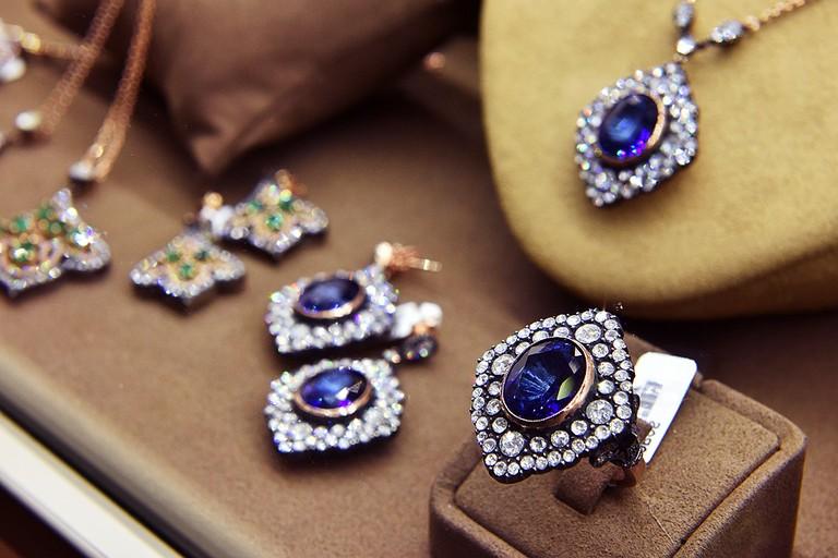 Furto in gioielleria in via Di Scanno, i ladri approfittano dell'assenza del proprietario