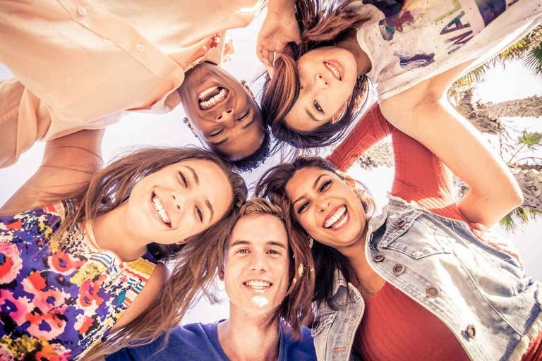 grupo de teens felices