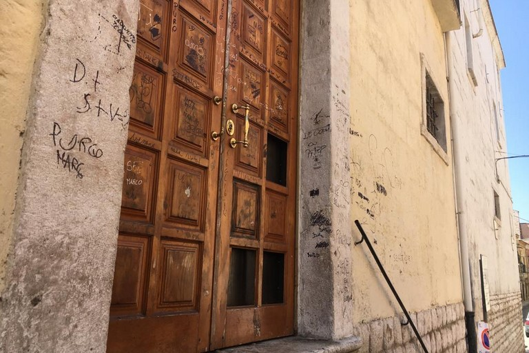 Danneggiato il portone della Chiesa dei Greci