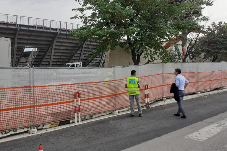 """Stadio """"Puttilli"""" di Barletta, comincia l'abbattimento del muro di cinta"""