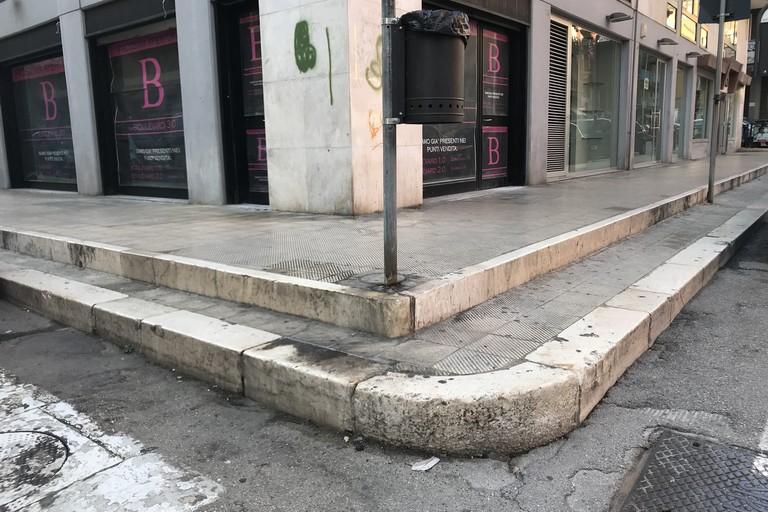Marciapiede in via D'Aragona