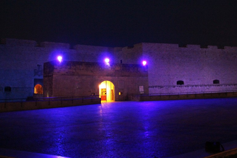 Il castello si tinge di blu