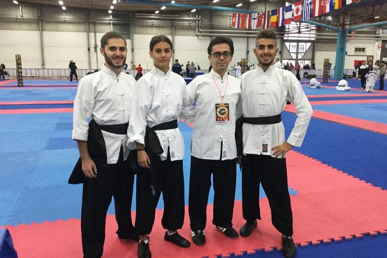 Allievi della scuola di kung fu e tai chi