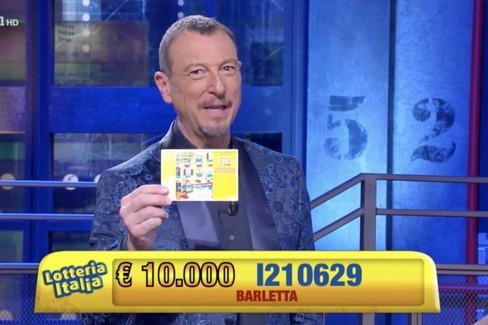 Amadeus annuncia il biglietto fortunato a Barletta