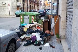 Monnezza in via Prascina angolo via San Samuele
