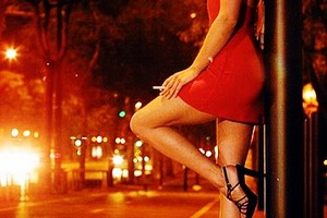 Prostituzione gonna rossa