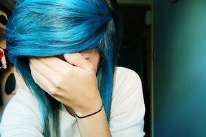 Ragazza capelli blu