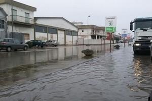 Via Trani, la pioggia crea nuove
