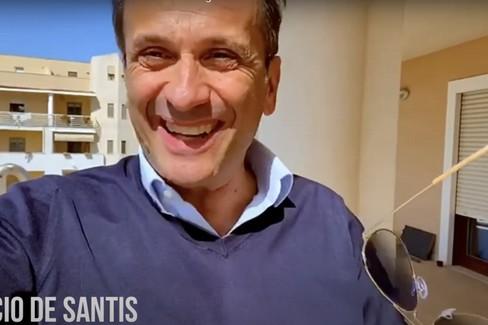 "Uccio De Santis saluta i ragazzi del  ""Teatro senza barriere """