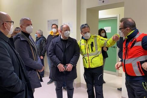 In diretta l'arrivo nella Bat le prime dosi del vaccino anti Covid