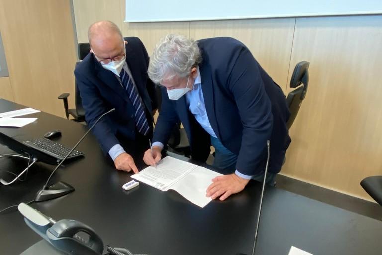 Michele Emiliano, firma accordo