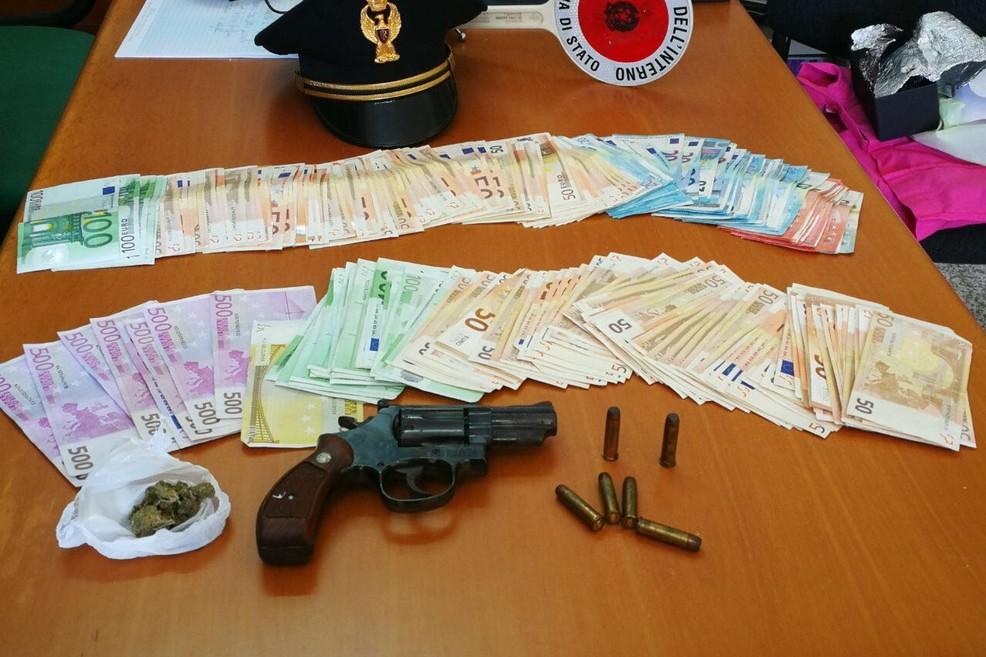 Pistola e denaro