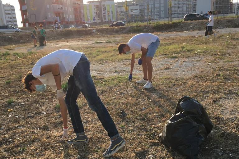 Raccolta rifiuti organizzata da ragazzi di Barletta