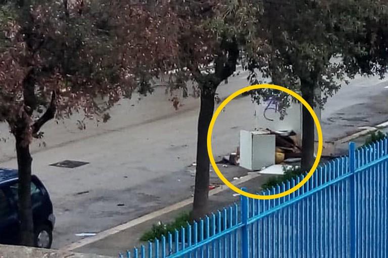 Mobili abbandonati per strada