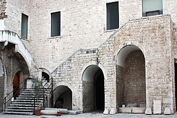 castello -scale ingresso museo civico