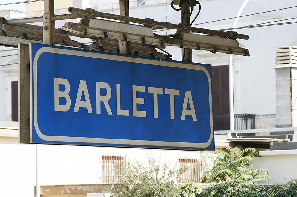 Girovagava sui binari della stazione di Barletta, salvato un anziano
