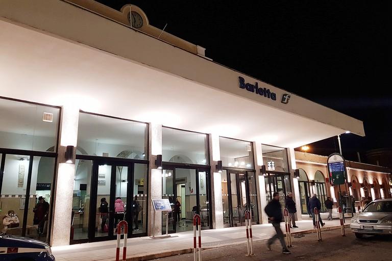 Stazione di Barletta poco accessibile, disagi per disabili (e non solo)