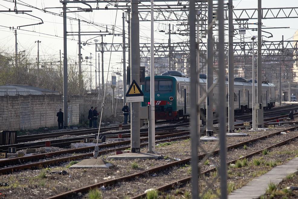 Ancora una tragedia in via Andria, investito dal treno su una bicicletta (Foto Mario Sculco)