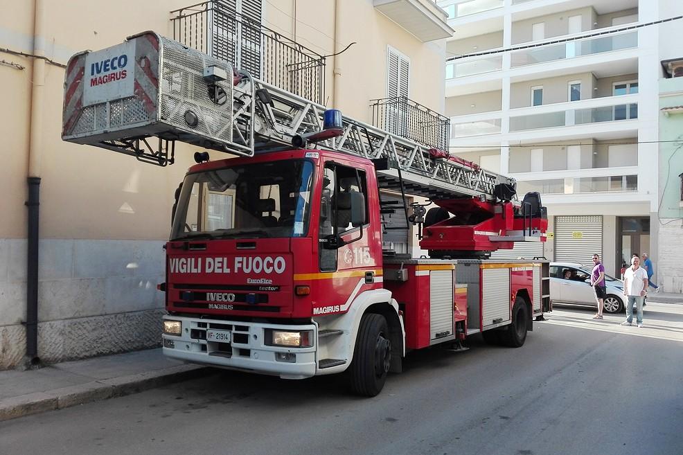 Vigili del fuoco in via Martiri del XII settembre. <span>Foto Francesca Piazzolla</span>