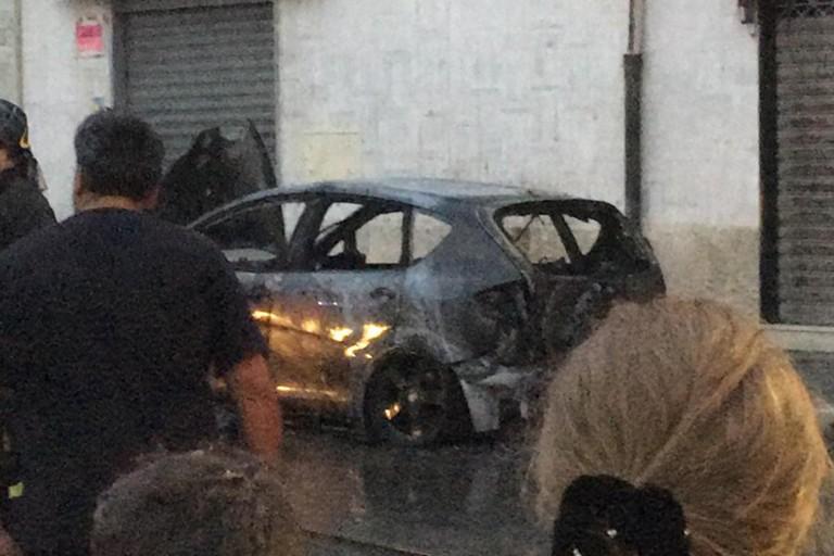 Automobile bruciata