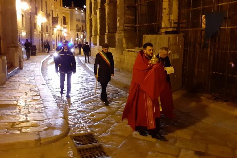 Santissima Eucarestia tra le strade di Barletta durante la quarantena